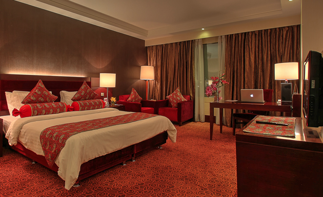 Image from Parsian Azadi Hotel's website